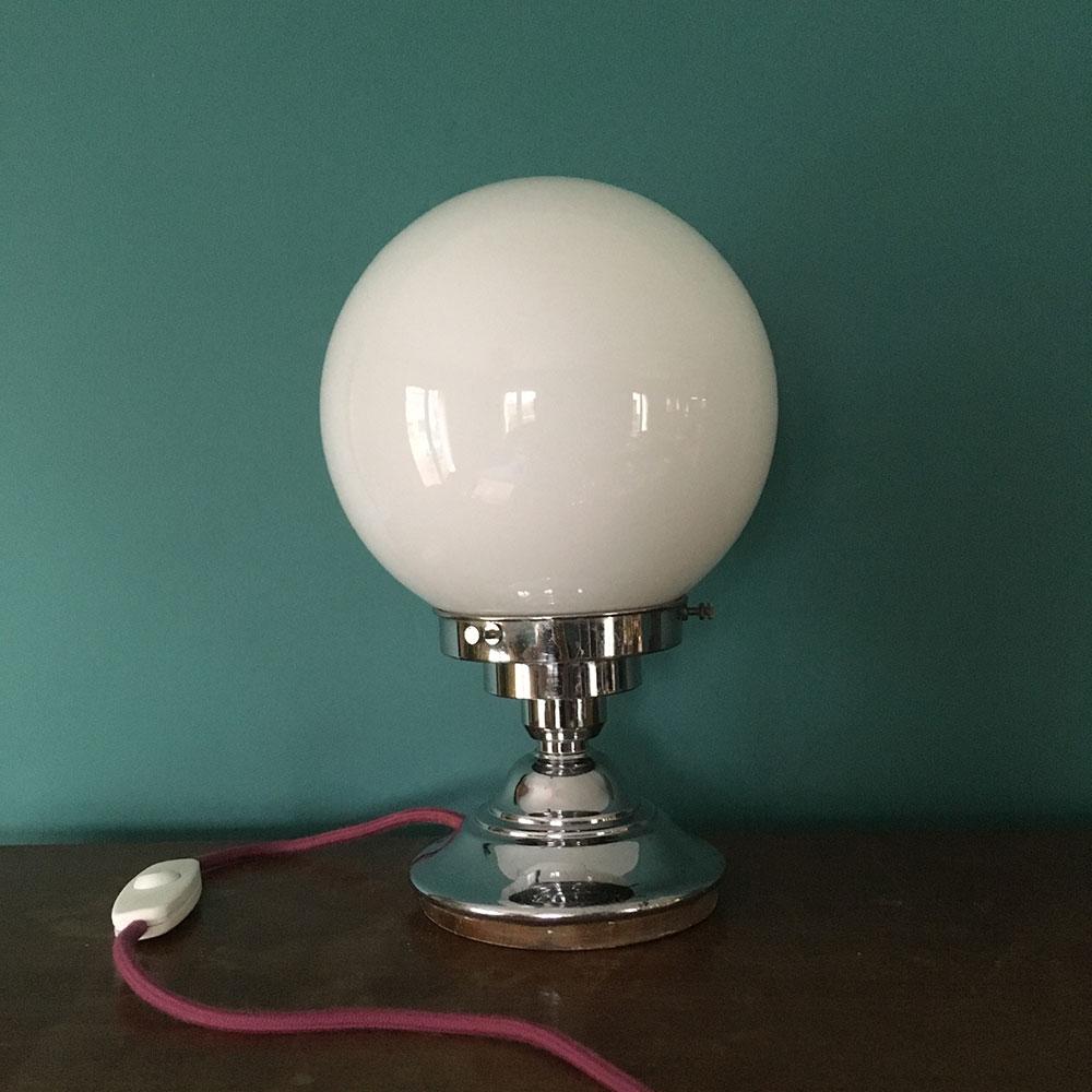 Lampe art déco globe opaline