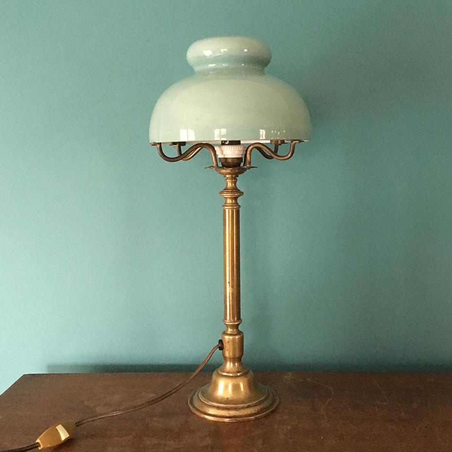 ancienne lampe bronze et opaline verte
