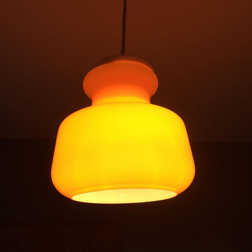 suspension opaline orange allumée