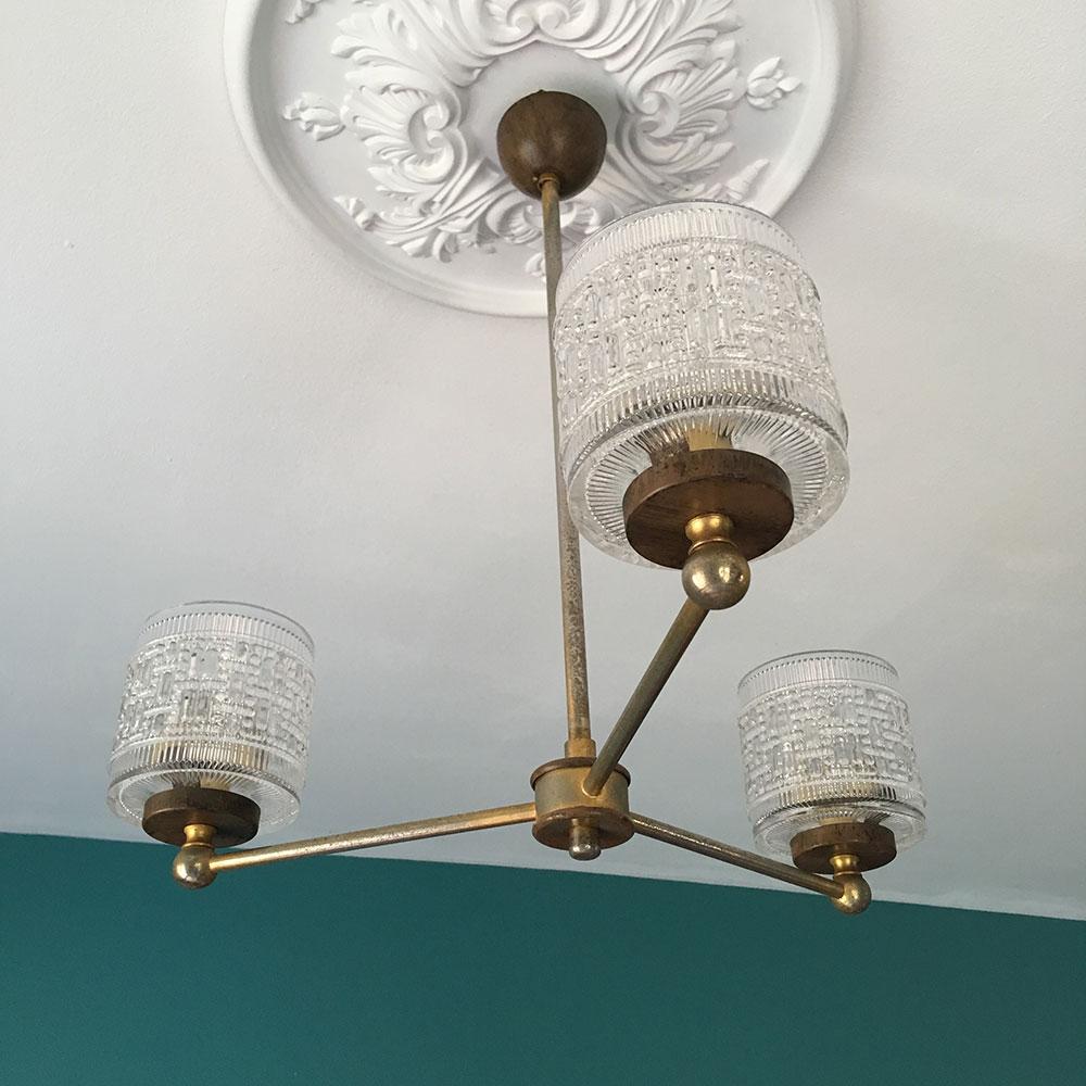 lustre art d co 3 branches en laiton et verre. Black Bedroom Furniture Sets. Home Design Ideas