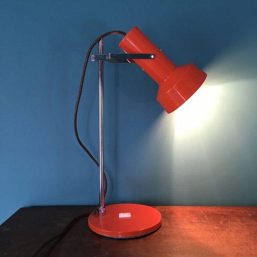 lampe de bureau vintage année 70 allumée