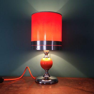lampe a poser orange année 70 allumée