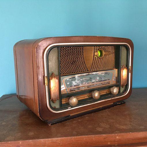 Ancienne radio à lampe