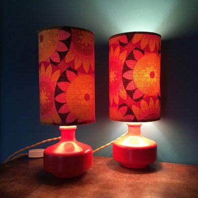 lampe de chevet vintage année 70 allumée