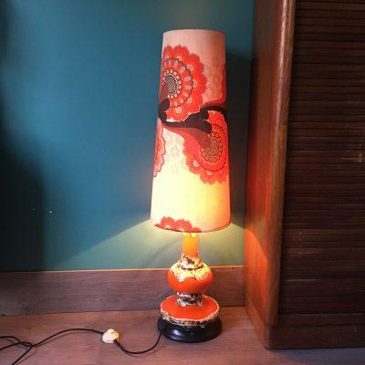 lampe de sol vintage style vallauris allumée