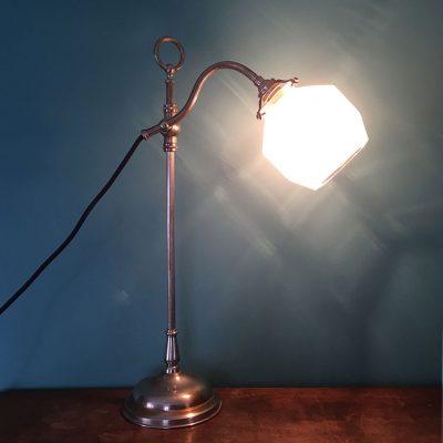 lampe-bureau-art-deco-allumée