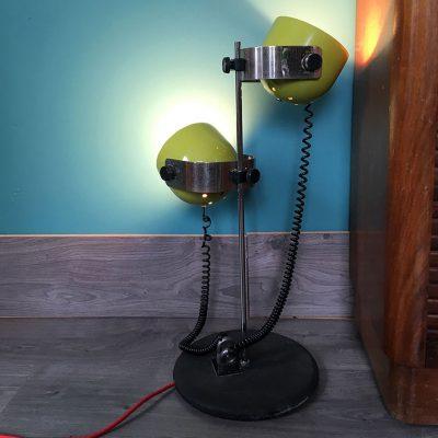 lampe design vintage allumée