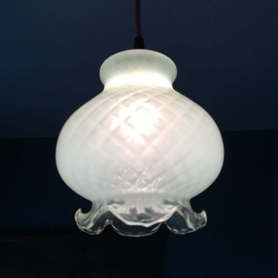 suspension opaline verre meduse allumée