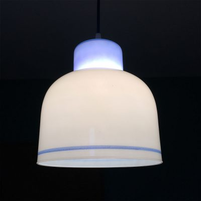 suspension-opaline-blanc-bleu-allumee