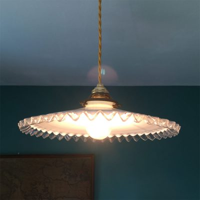 suspension-opaline-ondulee-allumee
