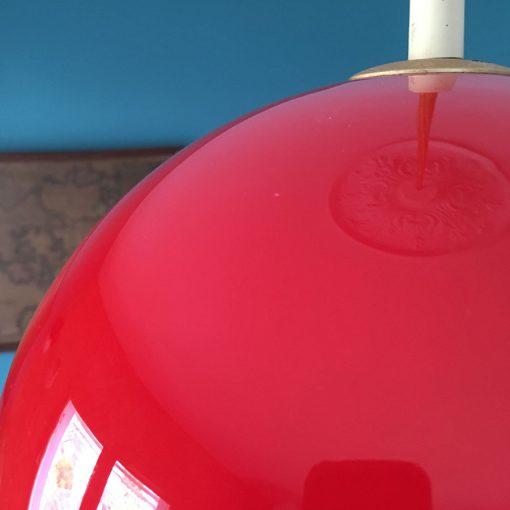 ancienne supension boule opaline rouge