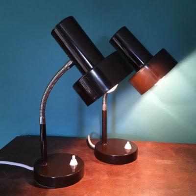 paire-lampes-bureau-marron allumées