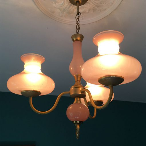 suspension-opaline-rose-allumee
